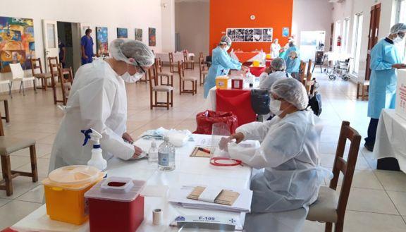 Buenos Aires y San Juan ya inmunizan a sus mayores