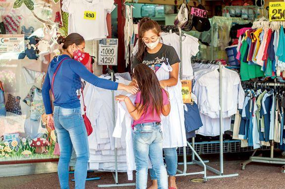 Tímido inicio de venta de ropa escolar