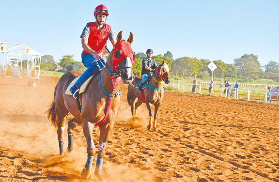 Los caballos vuelven al hipódromo tras un año