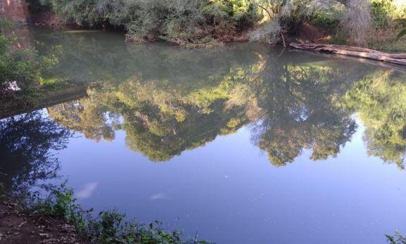 Un adolescente se ahogó cuando nadaba en el arroyo El Torto