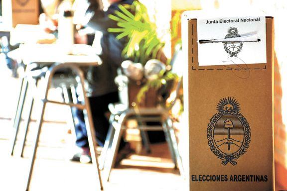 Tope de siete mesas por escuela y más centros de votación en junio