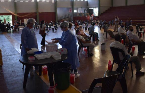 """Vacunación a adultos mayores en San Pedro: """"Es la esperanza de volver a una parecida normalidad"""""""
