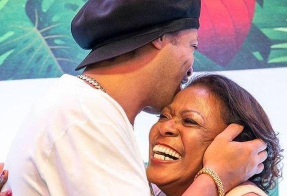 El mensaje de Ronaldinho tras la muerte de su mamá por coronavirus