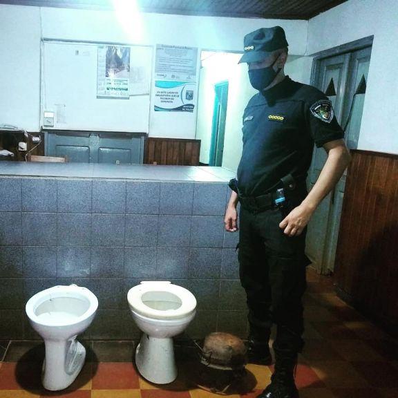 Gobernador López: robaron en la escuela 195 y se llevaron hasta el inodoro