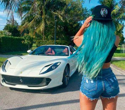 Karol G se autoregaló una Ferrari blanca