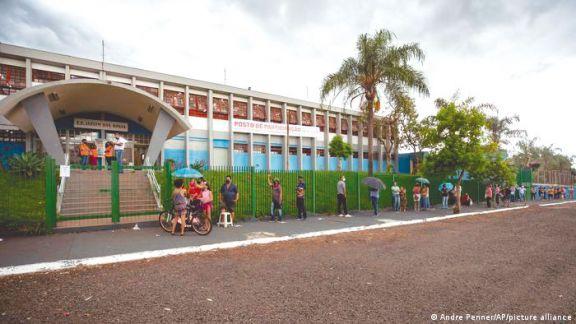 Brasil vacunará a todos  los adultos de un municipio