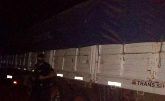 Tres Capones: secuestran otros dos camiones con acoplados repletos de soja