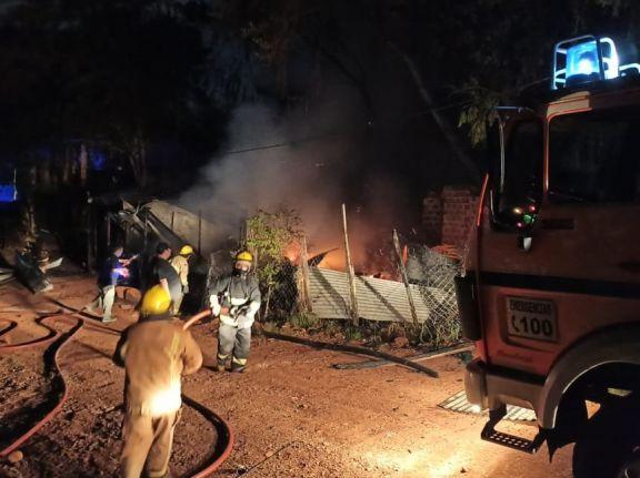 Puerto Iguazú: Dos familias se quedaron con lo puesto al incendiarse sus viviendas