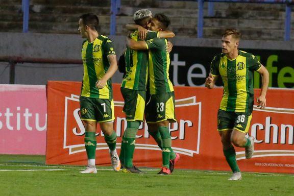 Aldosivi golea a Arsenal en Mar del Plata y logra su primer triunfo desde la llegada de Gago