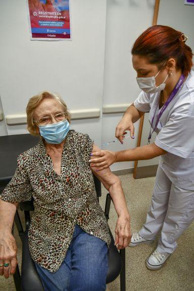 Una mujer de 90 años es la vacunada contra el coronavirus un millón en la Argentina