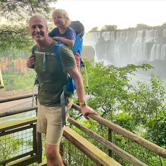 Marley y Mirko disfrutaron de Cataratas y descansan en el Parque Nacional