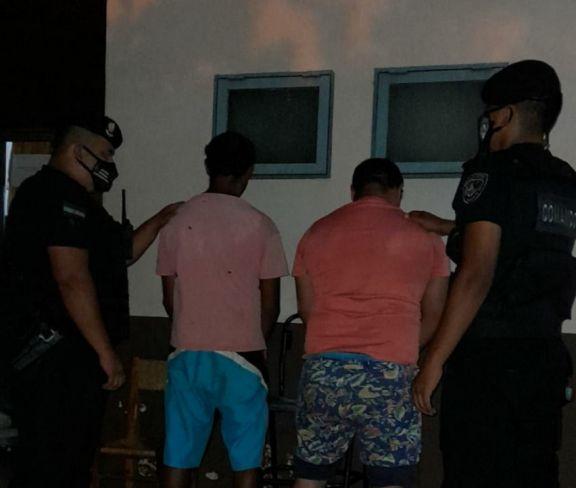Apedrearon la casa de un hombre y lo atacaron a golpes: terminaron detenidos