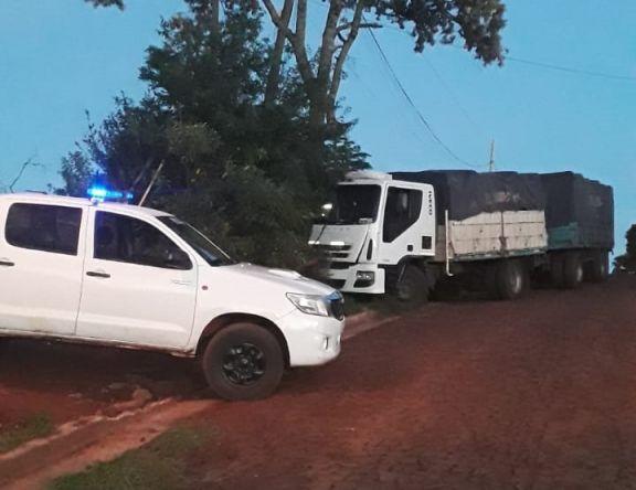 Camionero denunció que hombres armados lo interceptaron, pero al parecer habría estado con una mujer