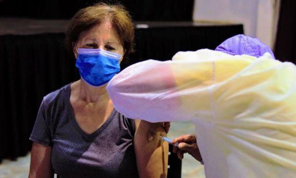 Continúa la vacunación a docentes en Montecarlo