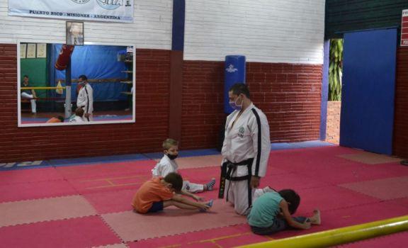 Comenzaron las clases de Taekwondo para niños en el barrio Los Paraísos de Puerto Rico