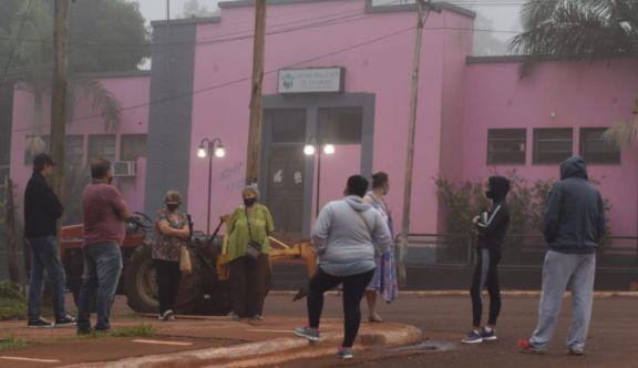 Vecinos de Guaraní se manifestaron frente a la municipalidad por la inseguridad