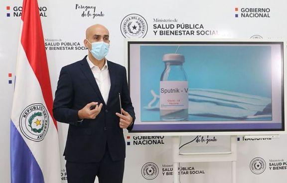 En medio de la emergencia, renunció el ministro de Salud de Paraguay
