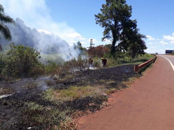 Incendio de pastizales puso en alerta a una comunidad mbyá guaraní