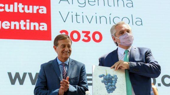 """Fernández reiteró el compromiso para que los productos industrializados """"paguen menos"""" retenciones"""
