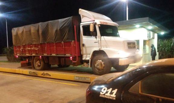 Retuvieron otro camión que transportaba toneladas de soja clandestina