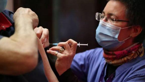Continúa la vacunación a docentes: el listado completo del CGE previsto para este martes