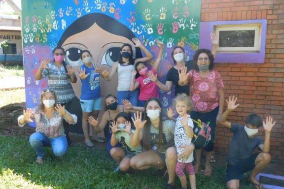 Mujeres de Wanda inauguraron un mural alusivo al Día Internacional de la Mujer