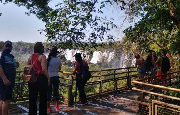 Aconsejan a los turistas adquirir con anticipación los tickets para ingresar a Cataratas en Semana Santa