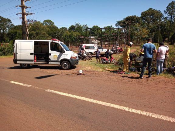 Motociclista hospitalizado tras chocar con un auto en Jardín América