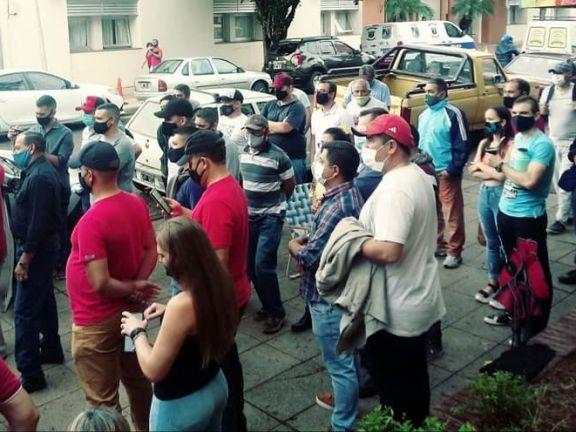 Policías levantaron la protesta tras el compromiso del Gobierno de cumplir el acuerdo salarial