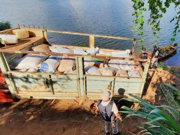 Prefectura incautó 4,5 toneladas de soja en El Soberbio y detuvo a dos hombres