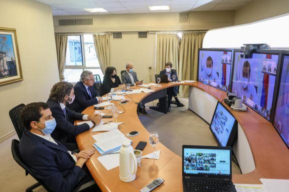 El presidente escuchará a 12 gobernadores y los ministros con especialistas sanitarios
