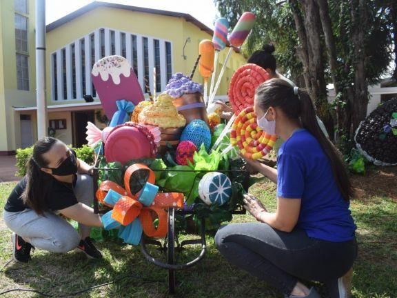 Jardín América: La parroquia Cristo Redentor se viste con adornos para la Pascua
