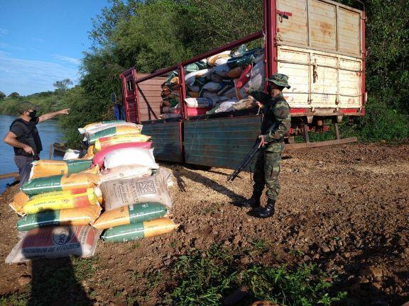 Prefectura incautó en la costa de El Soberbio casi 11 toneladas de maíz listo para ser llevado a Brasil