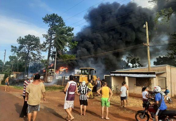 Un incendio puso en riesgo a habitantes de una zona de Candelaria