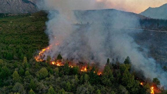 Continúan activos los incendios forestales que afectan a la Patagonia