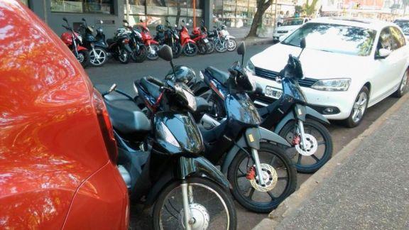 Reclaman agilidad en la delimitación de estacionamientos para motos en el microcentro de Posadas
