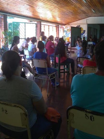 Estudiantes y padres exigen que se habiliten las clases presenciales en Puerto Leoni