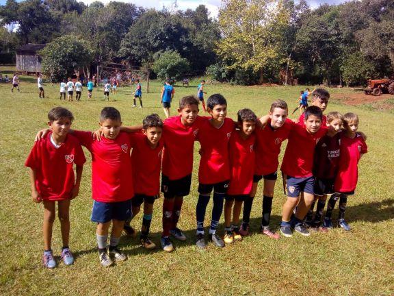 Futbolistas de San Pedro se preparan para participar en el Mundialito, que será en julio en Santa Fe