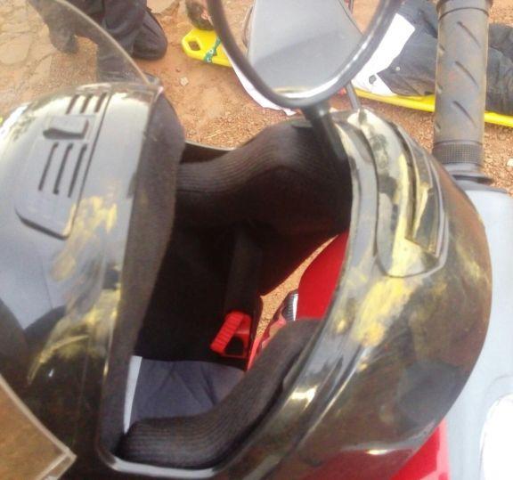 El casco bien colocado, clave para que un docente sobreviva a un choque con su moto