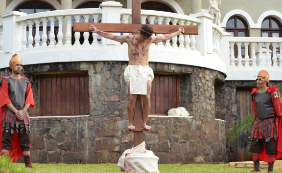 En el Parque de las Naciones se realizó el Vía Crucis de los migrantes y refugiados