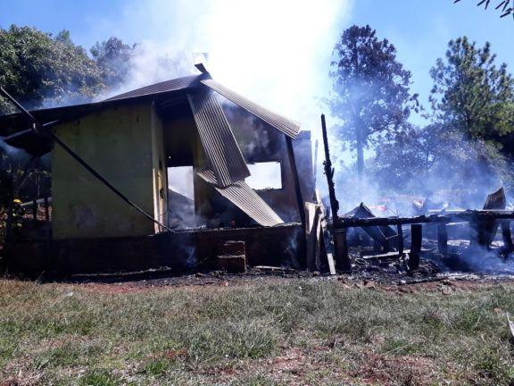 Una aparente falla eléctrica generó el incendio de una vivienda