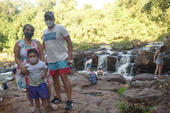 Alrededor de 300 personas visitaron los Saltos del Tabay este Viernes Santo