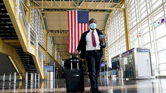 Vacunados pueden volver a viajar sin controles en EE.UU.