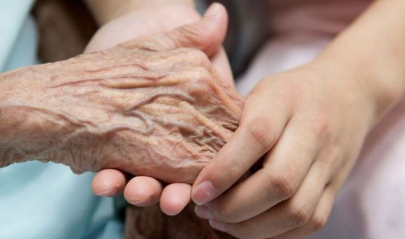 Testeo masivo en residencia tras dar positivo anciana de 94 años