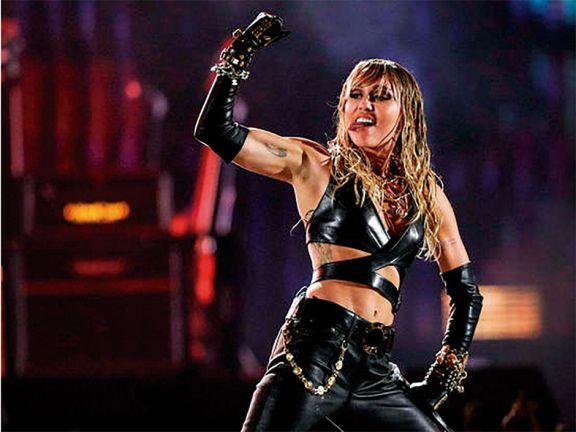 Miley rockea a puro covers y  pone a sus pies  al género