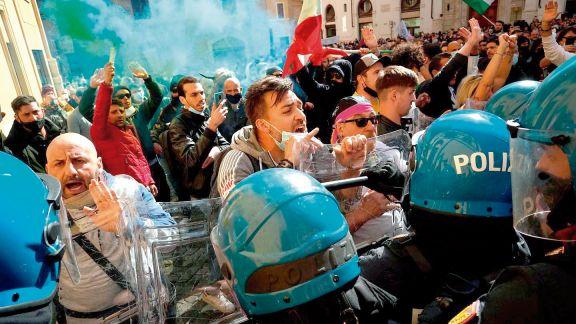 Italia: dueños de restaurantes y hoteles desafían las restricciones