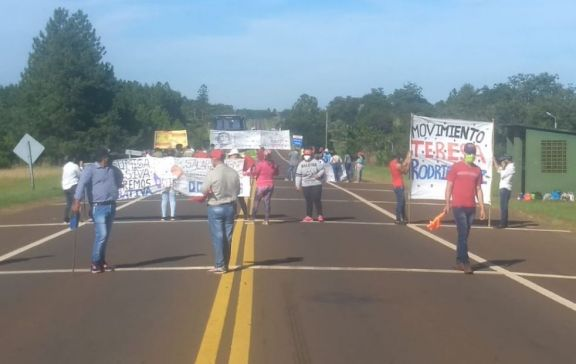 Movimientos sociales cortan la ruta 14 en Alem e Irigoyen
