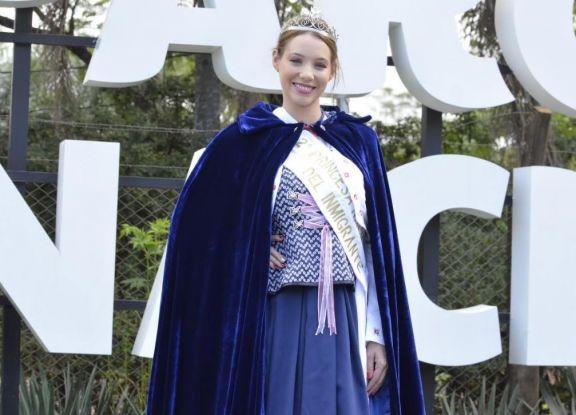 Yaquelin Weber deja su lugar como Segunda Princesa Nacional del Inmigrante
