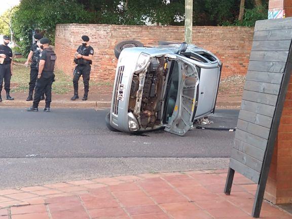 Choque y vuelco sin lesionados sobre avenida López Torres