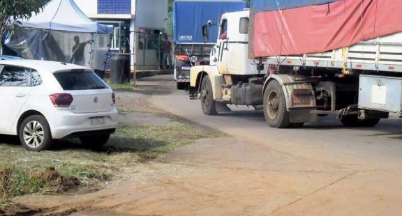 Suman restricciones para transportistas y extienden el cierre de las fronteras para turistas